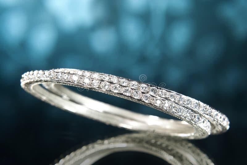Braccialetti del diamante del platino immagine stock