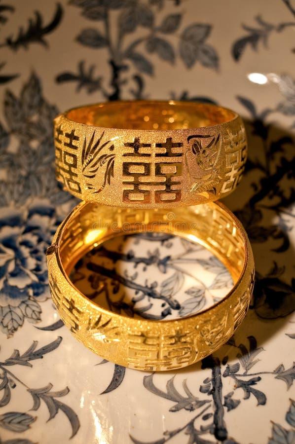 Braccialetti di cerimonia nuziale del cinese tradizionale fotografia stock