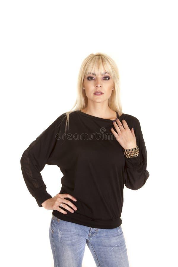 Braccialetti neri dei jeans della donna fotografia stock
