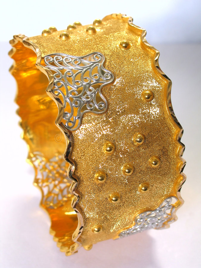 Braccialetto Dell Oro Fotografia Stock Libera da Diritti