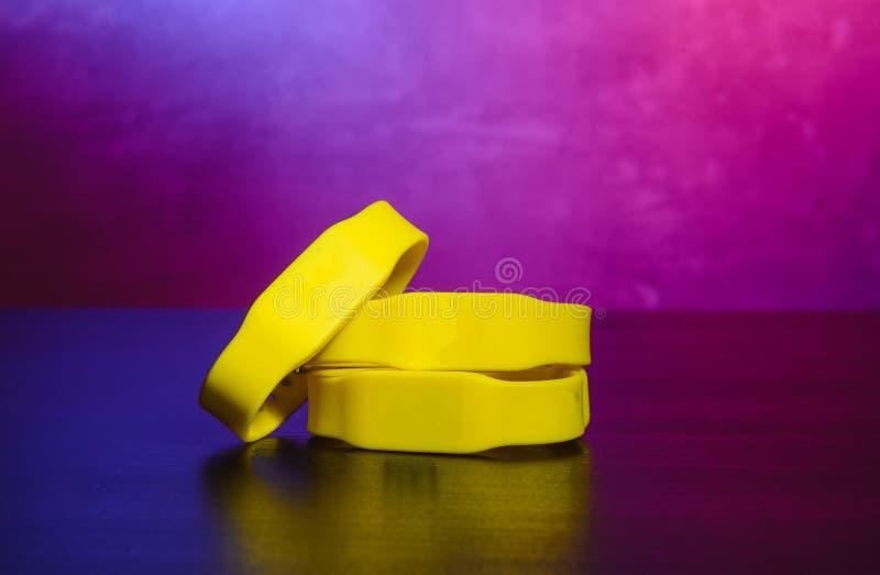 Braccialetto di RFID Il braccialetto di RFID ? una sostituzione conveniente per le schede elettroniche fotografia stock libera da diritti