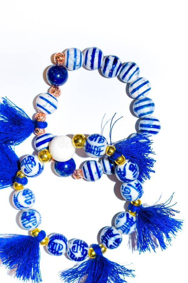 Braccialetto fatto a mano delle perle e del cristallo fotografia stock libera da diritti
