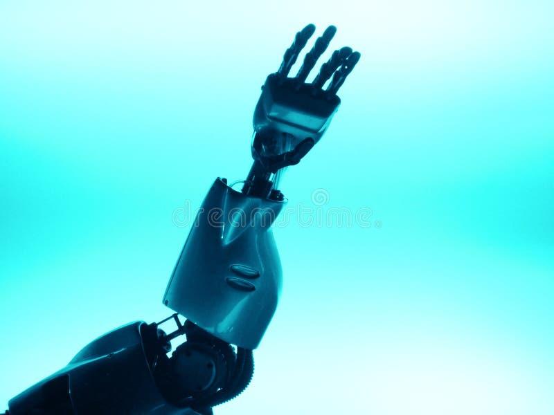 Braccio del robot che raggiunge in su immagine stock
