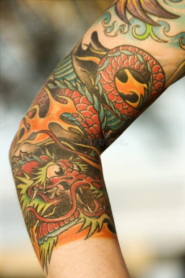 Braccio della donna tatuaata. immagini stock libere da diritti