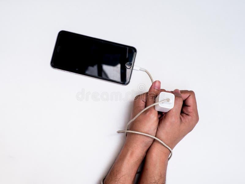 Braccio di schiavitù di Smartphone dalla linea del commutatore immagini stock libere da diritti