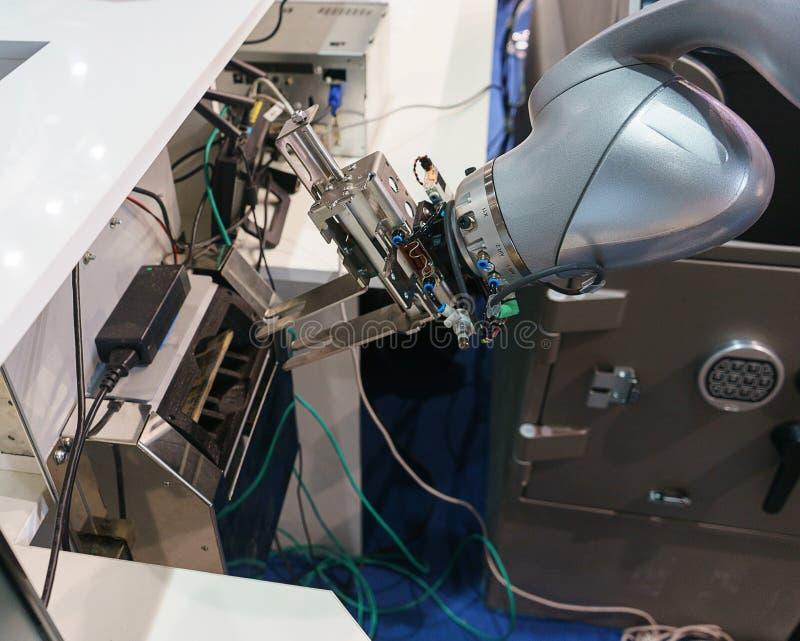 Braccio robot elettronico per il contatore delle fatture e della manutenzione automatica immagine stock libera da diritti