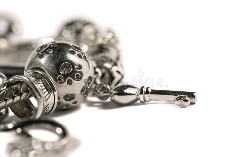 Bracelet argenté de charme photographie stock libre de droits