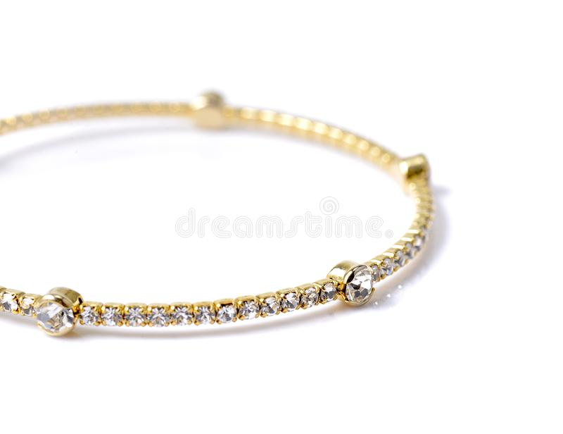 Bracelet avec des diamants sur le fond blanc photos libres de droits