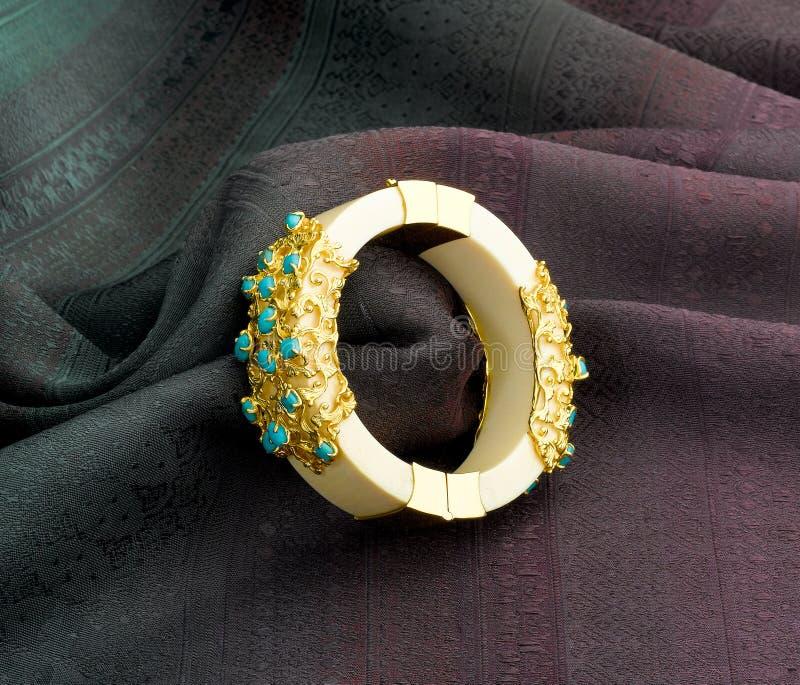 Bracelet en ivoire image libre de droits