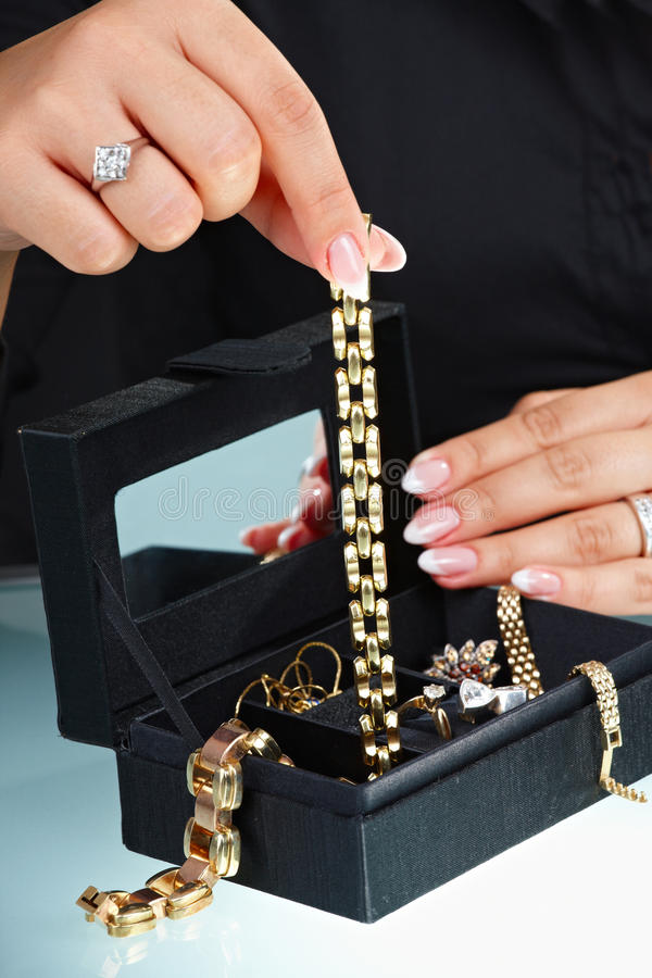 Bracelet femelle de fixation de main image libre de droits