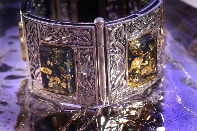 Bracelete ambarino foto de stock royalty free