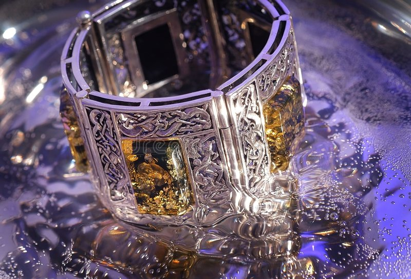 Bracelete ambarino foto de stock