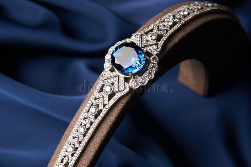 Bracelete bonito da platina imagem de stock