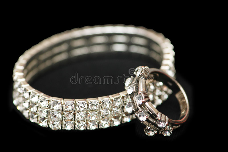 Bracelete Do Diamante E Isolador Do Anel Imagem de Stock