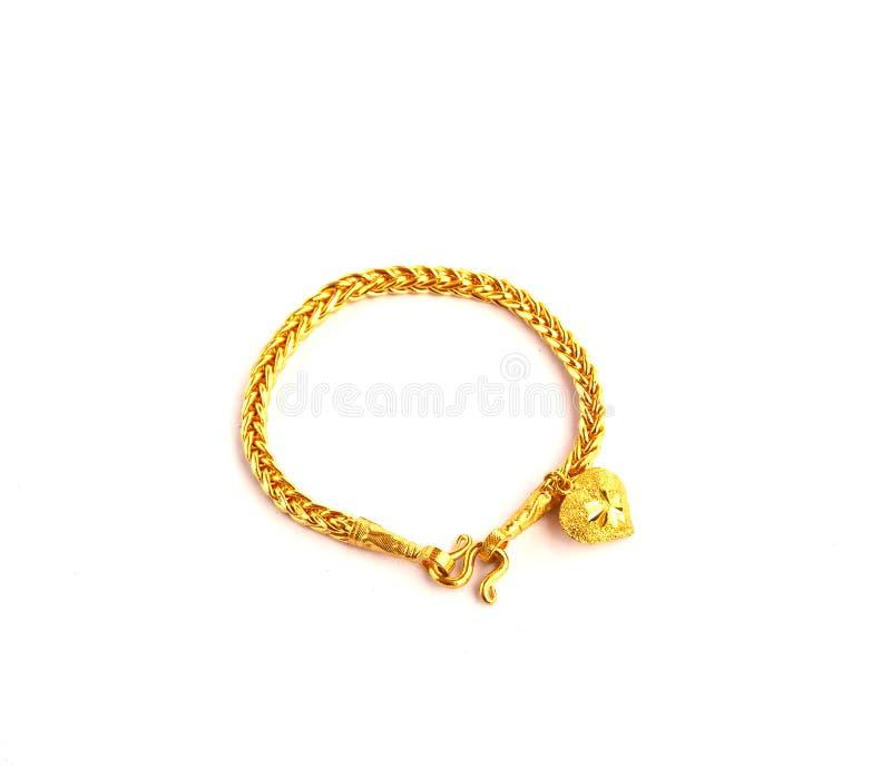 Bracelete dourado com fôrma do coração a imagem isolado foto de stock
