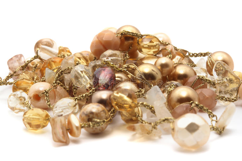 Bracelete dourado com forma do coração imagem de stock royalty free