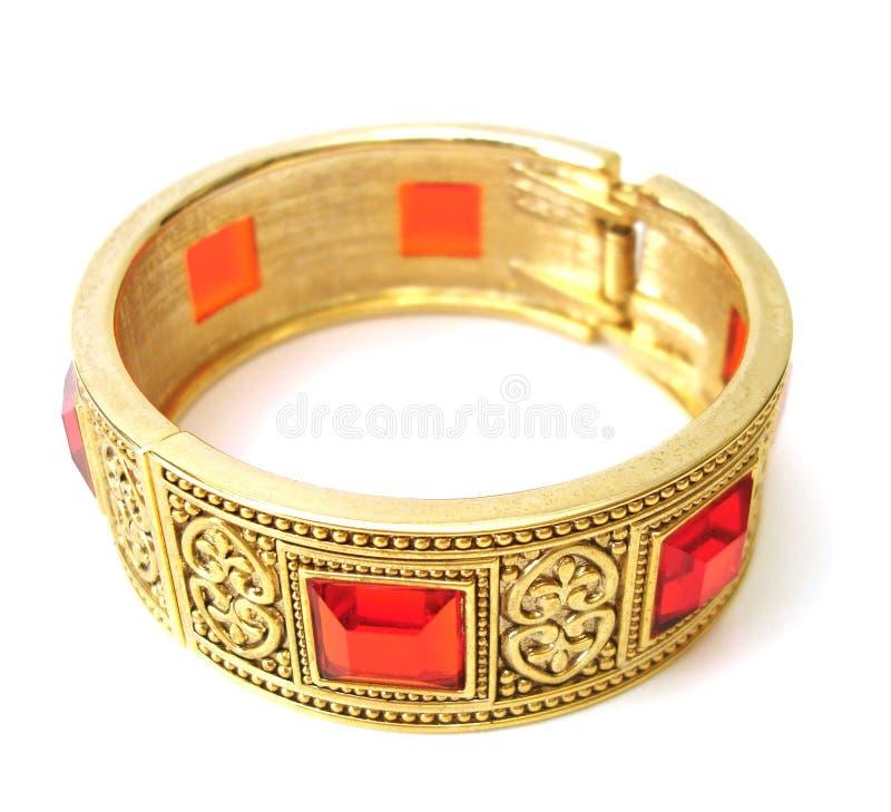 Bracelete dourado isolado foto de stock royalty free