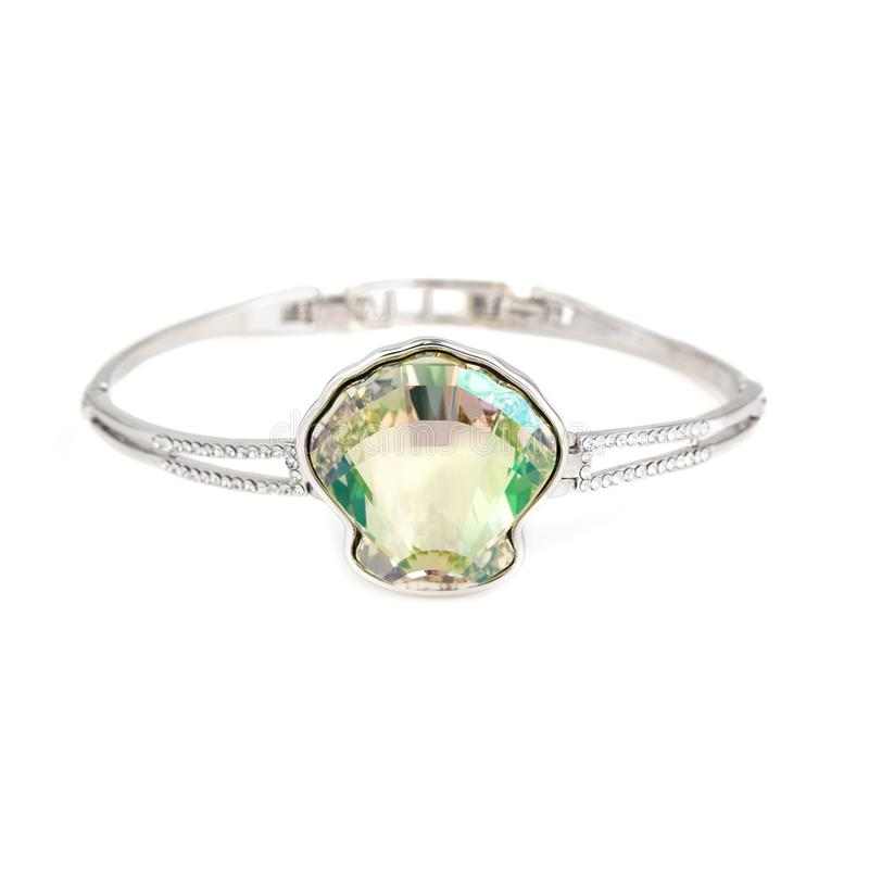 Bracelete esmeralda isolado no branco imagem de stock