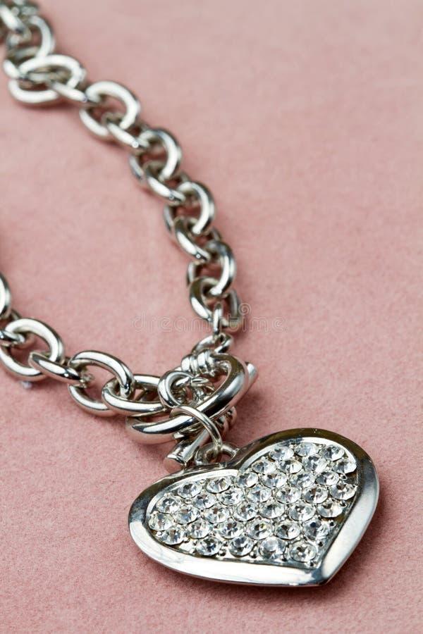 Bracelete na forma do coração imagens de stock