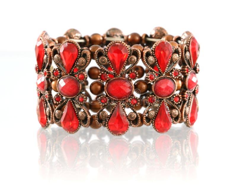 Bracelete vermelho de gemstone fotografia de stock