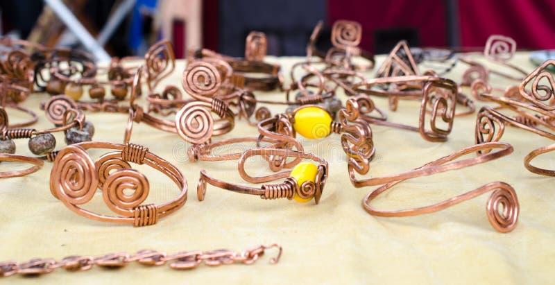 Braceletes de cobre feitos a mão fotografia de stock royalty free