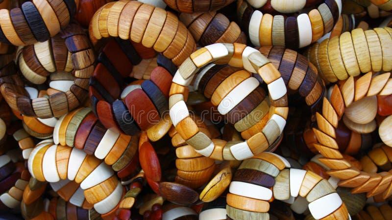Braceletes de madeira feitos à mão fotos de stock