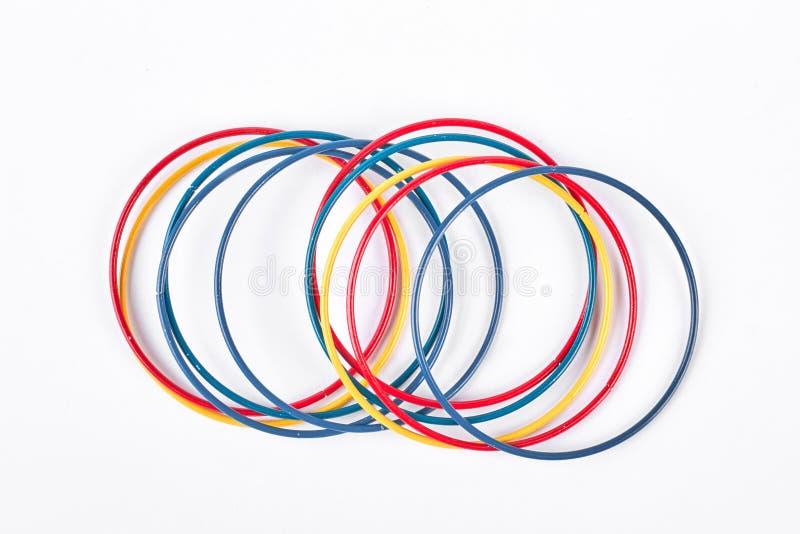 Braceletes plásticos coloridos no fundo branco imagem de stock royalty free