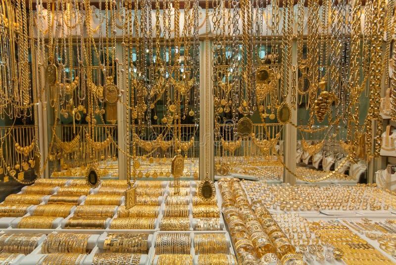 Bracelets d'or en bijoux photos libres de droits