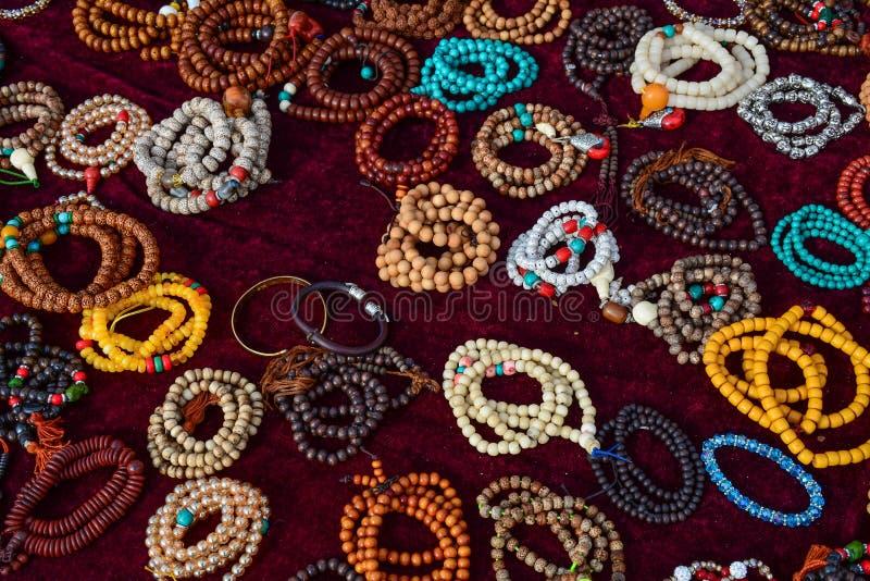 Bracelets en pierre semi-précieux colorés images libres de droits