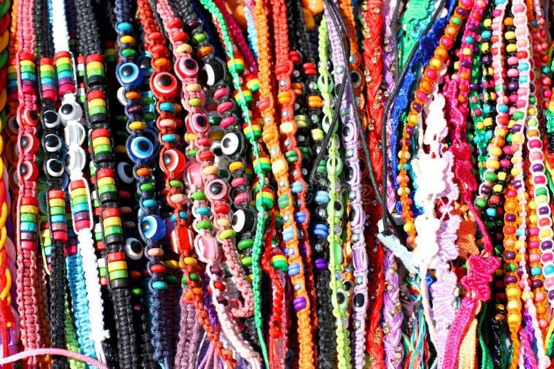 Bracelets et lanière ethniques de perles à vendre photo libre de droits