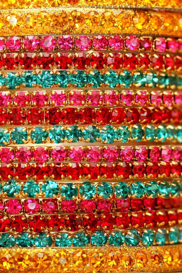 Bracelets indiens colorés. photographie stock