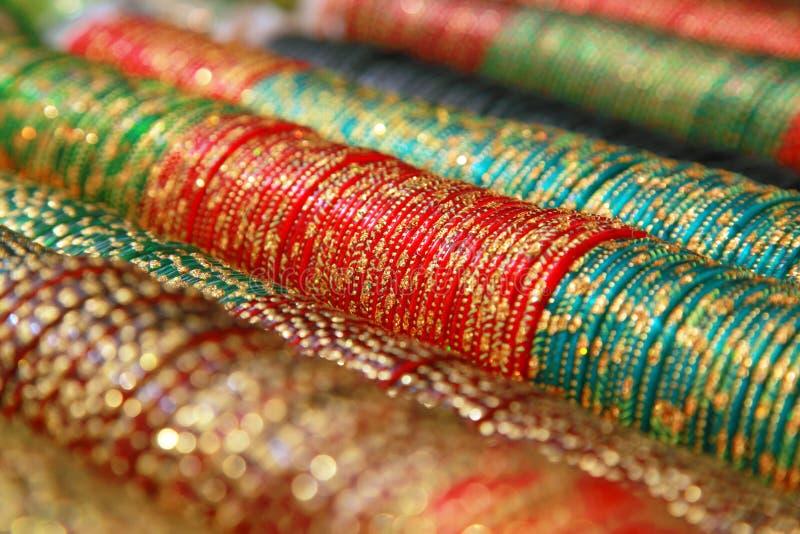 Bracelets indiens colorés image libre de droits