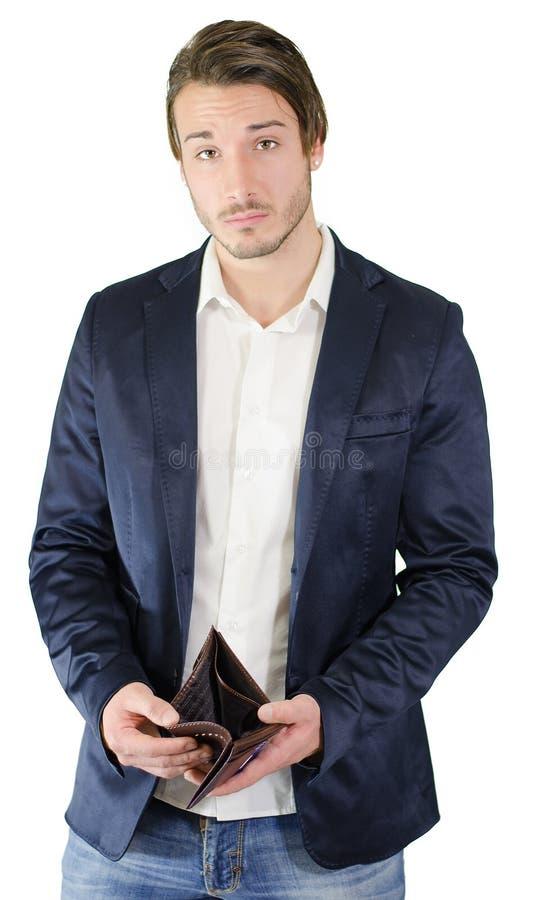 Brach den jungen Mann, der leere Geldbörse zeigt lizenzfreies stockfoto