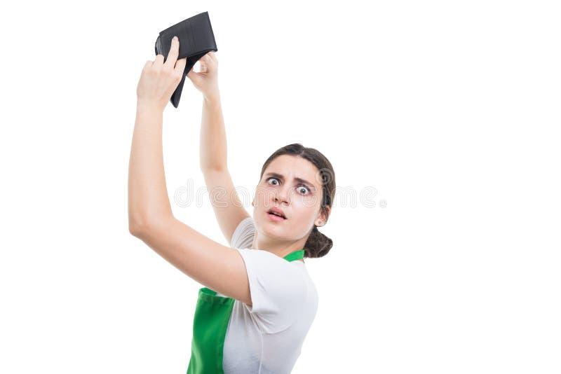Brach den weiblichen Verkäufer, der ihr ganzes Geld ausgibt stockfotos