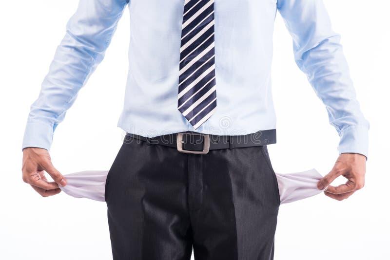 Brach und armer Geschäftsmann mit leeren Taschen stockbild