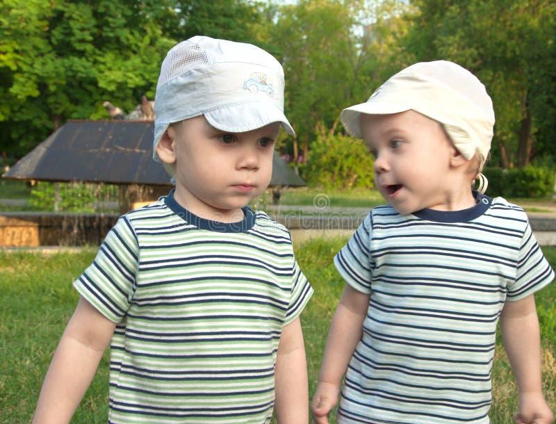braci bliźniacy dwa obrazy royalty free