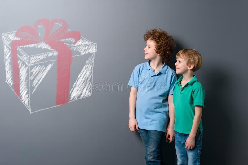 Bracia chcą prezenty zdjęcie royalty free