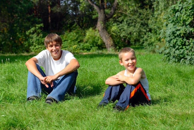 Bracia W parku obrazy stock
