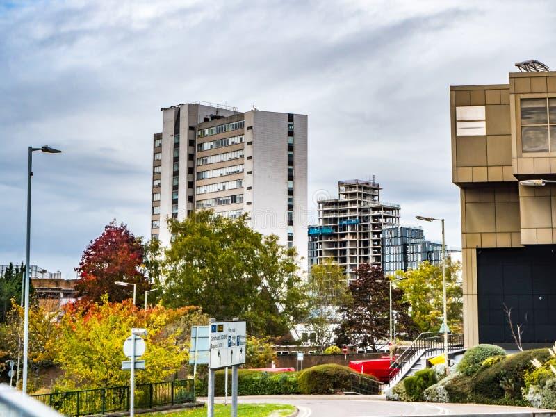 Bracknell, Berkshire l'Inghilterra 12 ottobre 2018: Centro edificato e nuove costruzioni compreso il lessico e nuovi appartamenti fotografia stock libera da diritti