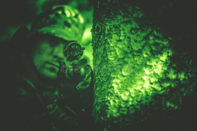 Braconnier dans la vision nocturne photos libres de droits