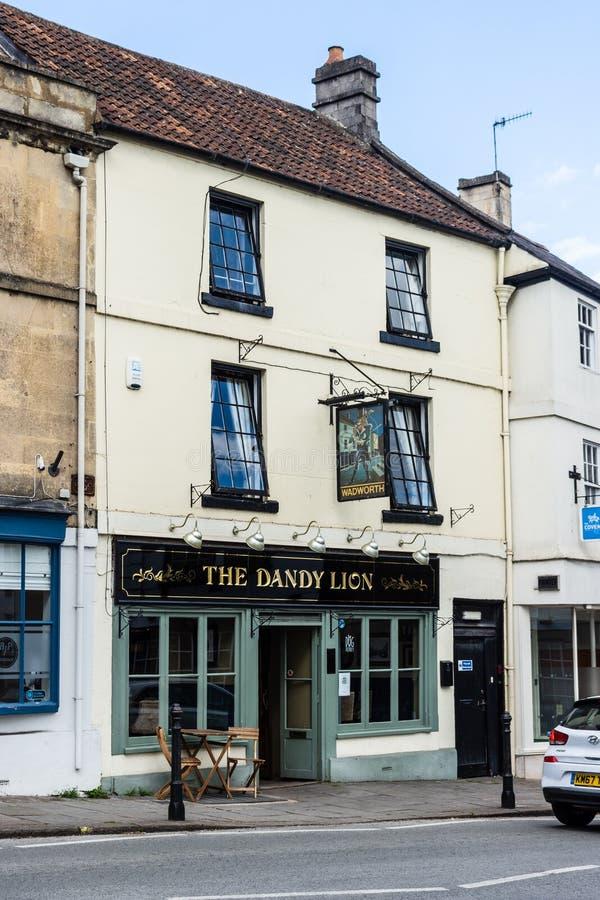 Bradford Avon Wiltshire na opinião do 21 de maio de 2019 A através da rua do bar de Dandy Lion fotos de stock