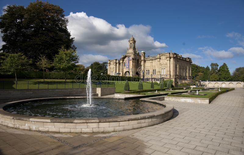 Bradford, Yorkshire, UK, Październik 2013, Cartwright Hall galeria sztuki w Lister parku uprawia ogródek Manningham fotografia stock