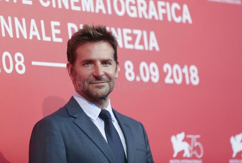 Bradley Cooper assiste al ` che una stella è nato ` fotografia stock libera da diritti