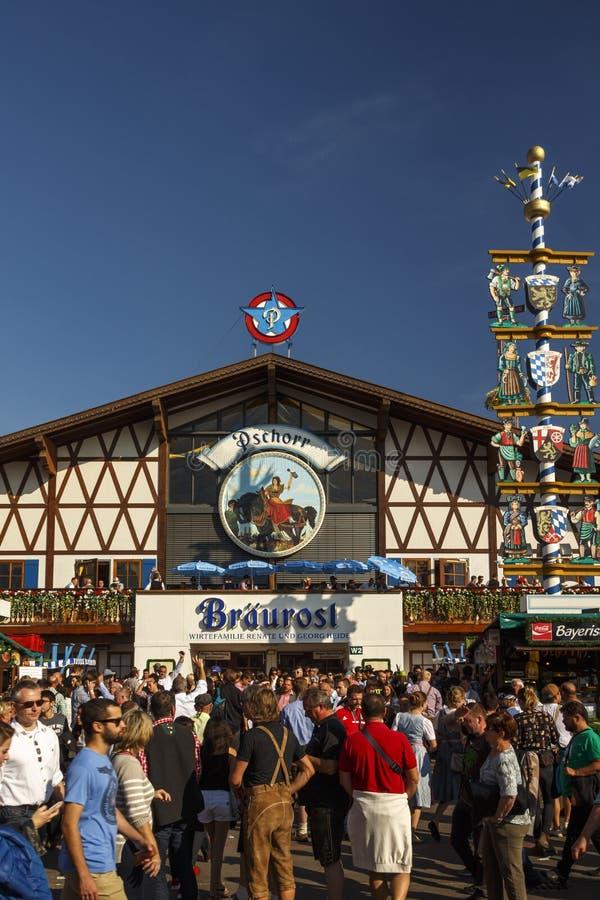 Braeurosl namiot przy Oktoberfest w Monachium, Niemcy, 2016 obraz royalty free