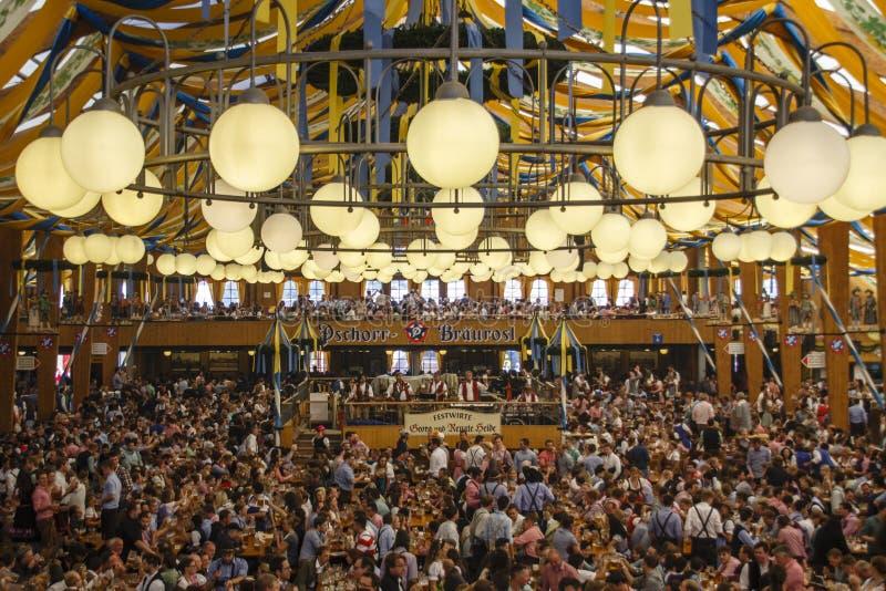 Braeurosl przy Oktoberfest w Monachium, Niemcy, 2015 obrazy stock