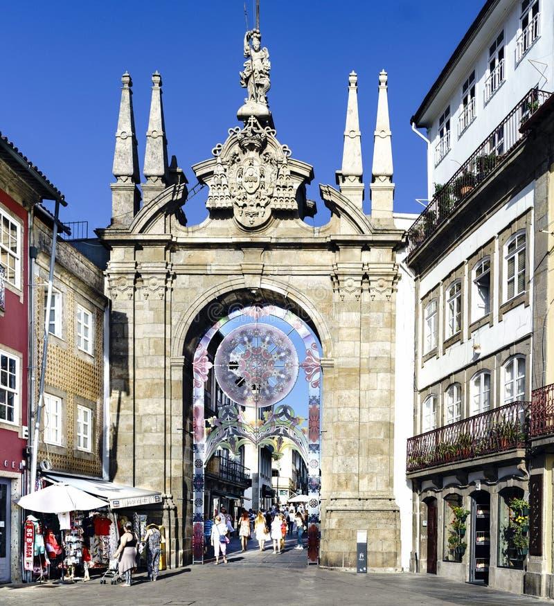 Braga Portugal Augusti 14, 2017: Dörren av den gamla väggen kallade Ar royaltyfri foto