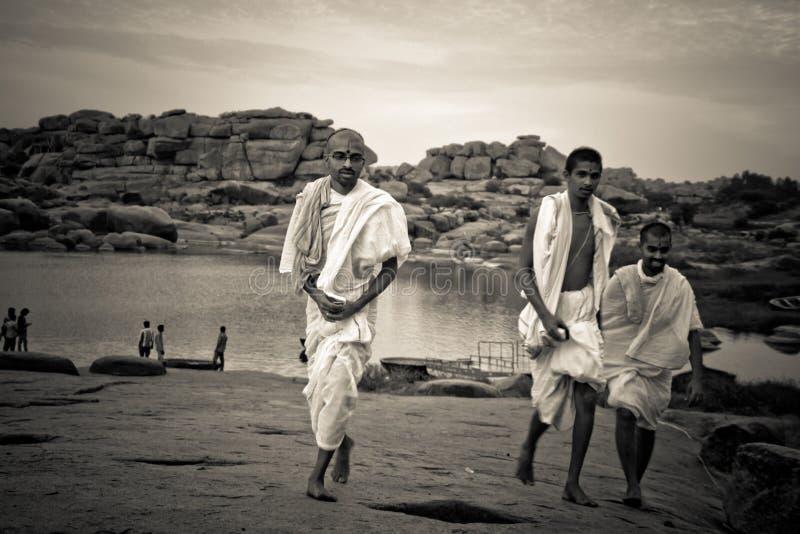 Brahman- Priester von Hampi, Karnataka, Indien lizenzfreie stockbilder