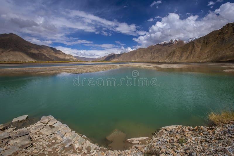 Brahmaputrarivier - Tibet - China stock fotografie