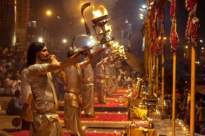 Brahmins na noite Puja foto de stock