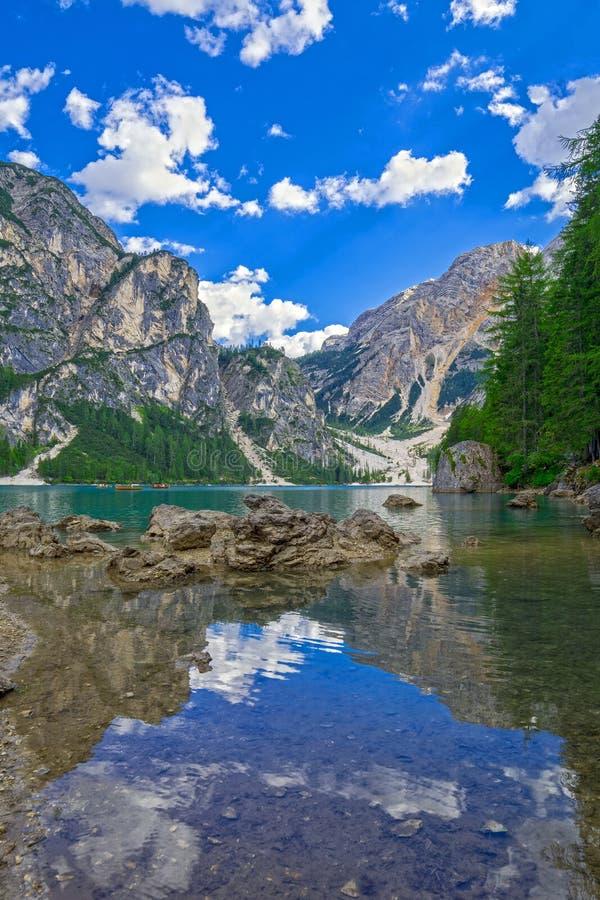 Braie & x28; Prags& x29; Lago em Itália imagem de stock royalty free